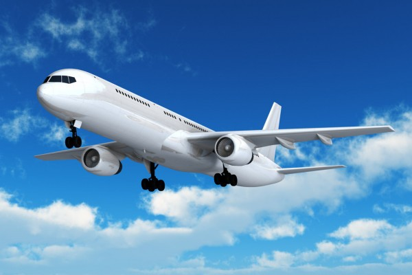 Grafika przedstawia startujący samolot na tle nieba